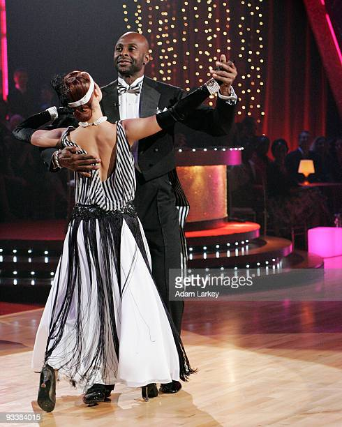 STARS 'Episode 202' 'Episode 202' Drew Lachey P Miller Jerry Rice George Hamilton and their partners each danced a quickstep routine while Lisa Rinna...