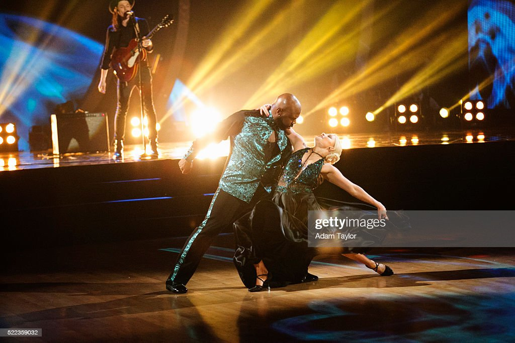 "ABC's ""Dancing With the Stars"": Season 22 - Week Five"
