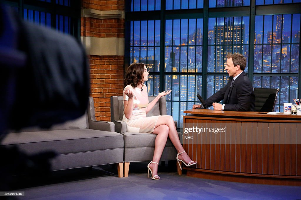 Actress <a gi-track='captionPersonalityLinkClicked' href=/galleries/search?phrase=Anne+Hathaway+-+Actriz&family=editorial&specificpeople=11647173 ng-click='$event.stopPropagation()'>Anne Hathaway</a> during an interview with host <a gi-track='captionPersonalityLinkClicked' href=/galleries/search?phrase=Seth+Meyers&family=editorial&specificpeople=618859 ng-click='$event.stopPropagation()'>Seth Meyers</a> on September 24, 2015 --