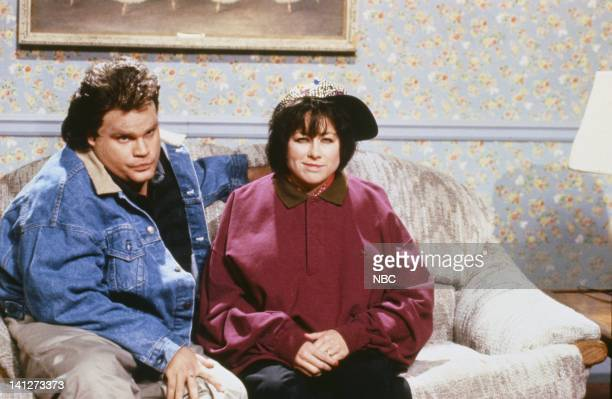Chris Farley as Tom Arnold Victoria Jackson as Roseanne during the 'Weekend Update' skit on October 20 1990 Photo by Alan Singer/NBCU Photo Bank