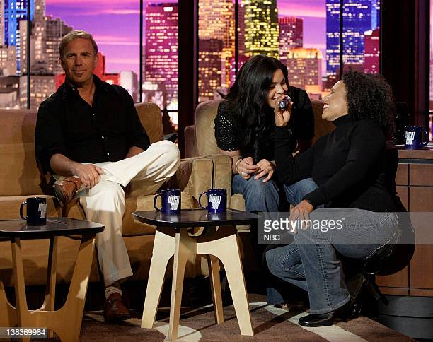 Actor Kevin Costner 'American Idol' winner 17 year old Jordin Sparks and The Tonight Show band percussionist/vocalist Vicki Randle on May 24 2007