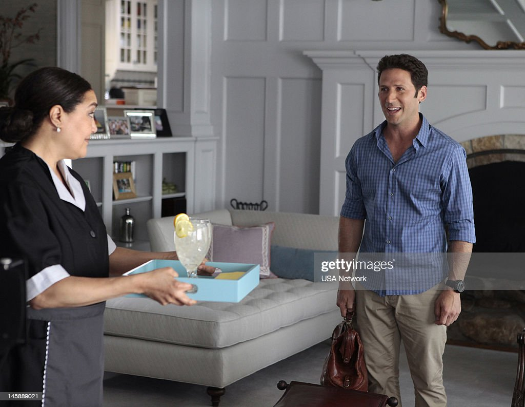 PAINS -- Episode 402 'Imperfect Storm' -- Pictured: (right) Mark Feuerstein as Dr. Hank Lawson --