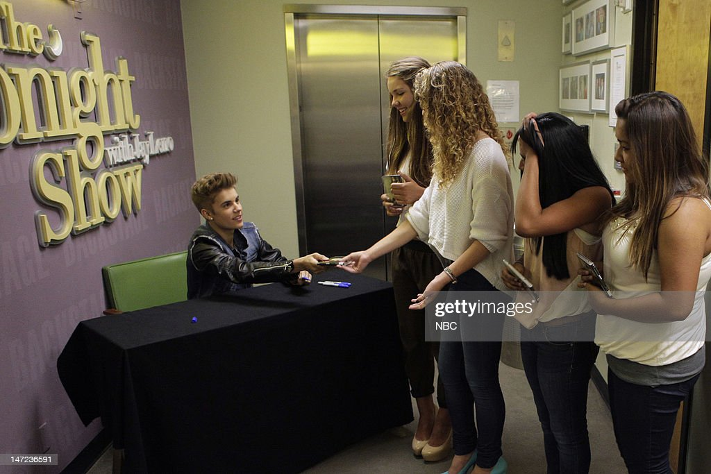 LENO -- (EXCLUSIVE COVERAGE) -- Episode 4279 -- Pictured: Musical guest Justin Bieber signs autographs for fans backstage on June 27, 2012 --