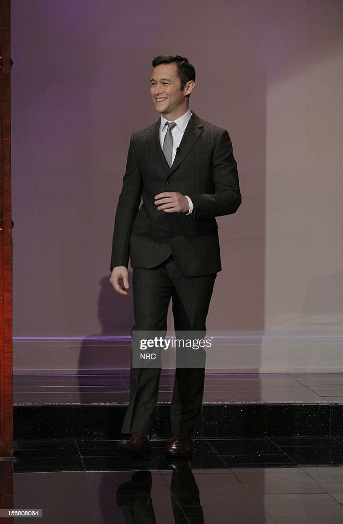 Actor Joseph Gordon-Levitt arrives on November 20, 2012 --