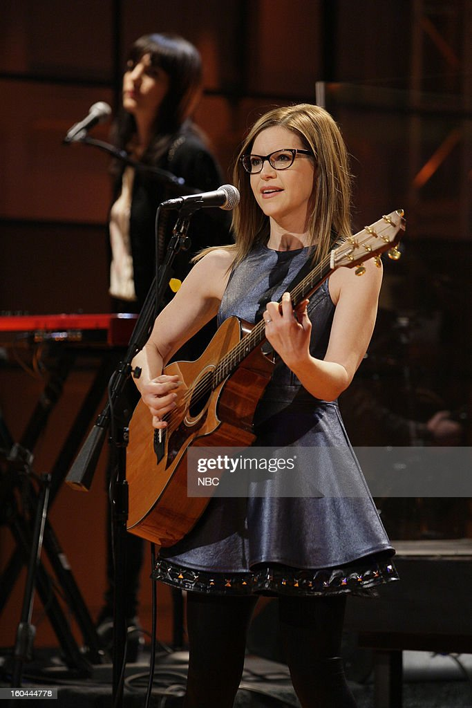 Musical guest <a gi-track='captionPersonalityLinkClicked' href=/galleries/search?phrase=Lisa+Loeb&family=editorial&specificpeople=718615 ng-click='$event.stopPropagation()'>Lisa Loeb</a> performs on January 31, 2013 --