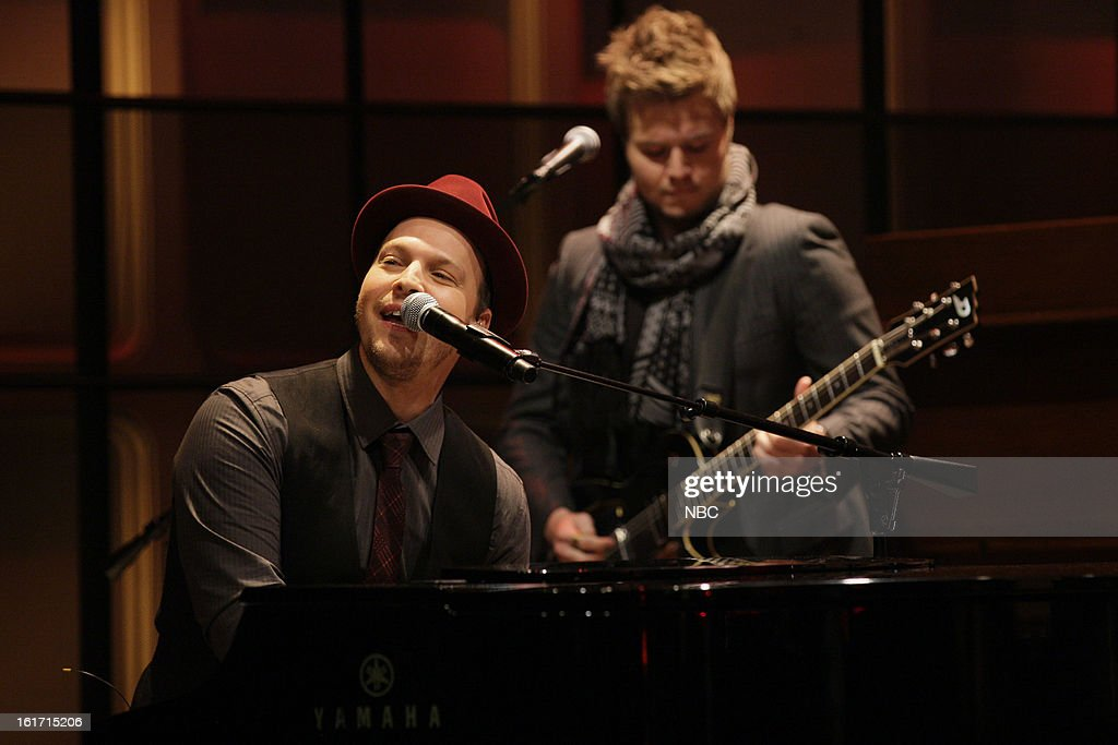 Musical guest <a gi-track='captionPersonalityLinkClicked' href=/galleries/search?phrase=Gavin+DeGraw&family=editorial&specificpeople=203282 ng-click='$event.stopPropagation()'>Gavin DeGraw</a> performs on February 14, 2013 --