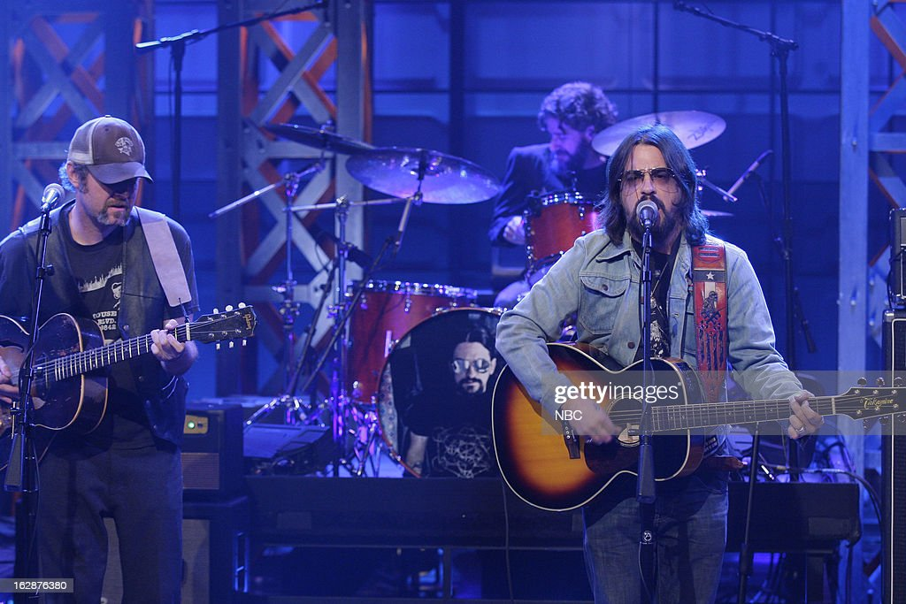 Musical guest <a gi-track='captionPersonalityLinkClicked' href=/galleries/search?phrase=Shooter+Jennings&family=editorial&specificpeople=239222 ng-click='$event.stopPropagation()'>Shooter Jennings</a> performs on February 28, 2013 --