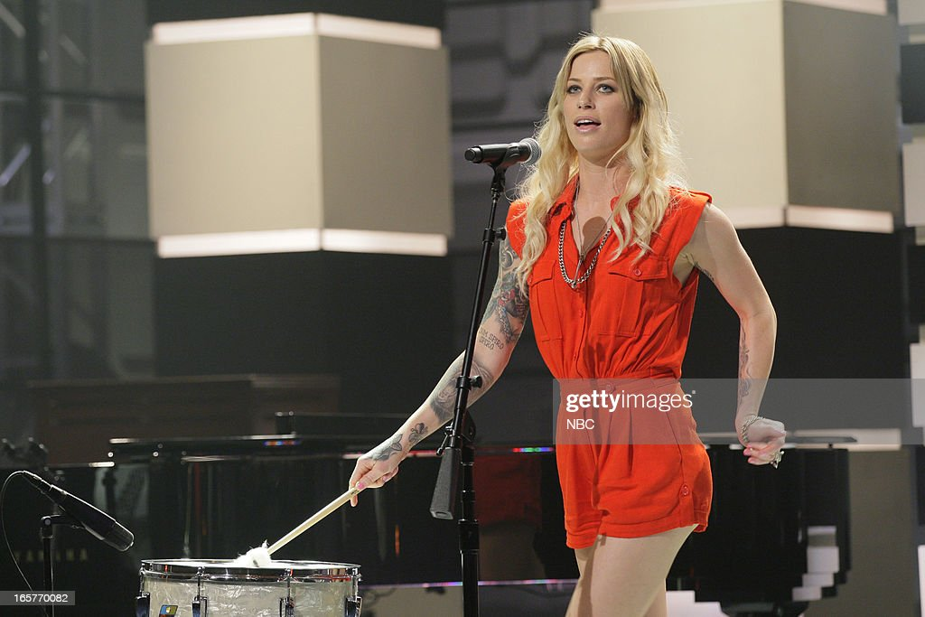 Musical guest <a gi-track='captionPersonalityLinkClicked' href=/galleries/search?phrase=Gin+Wigmore&family=editorial&specificpeople=5447633 ng-click='$event.stopPropagation()'>Gin Wigmore</a> performs on April 5, 2013 --