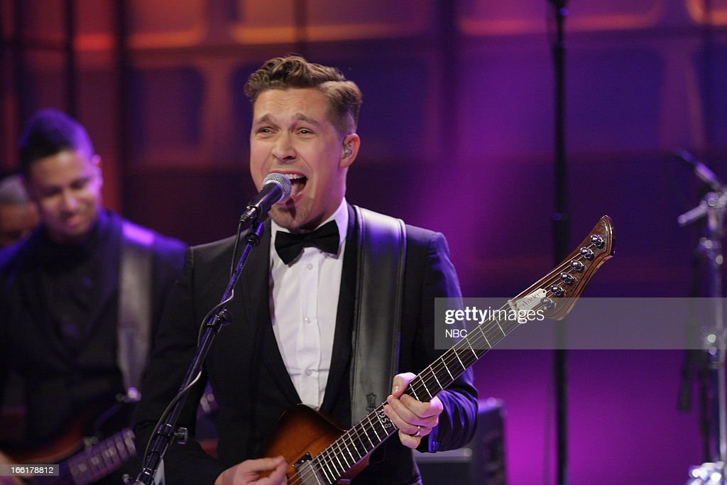 <a gi-track='captionPersonalityLinkClicked' href=/galleries/search?phrase=Isaac+Hanson&family=editorial&specificpeople=213257 ng-click='$event.stopPropagation()'>Isaac Hanson</a> of musical guest Hanson performs on April 9, 2013 --