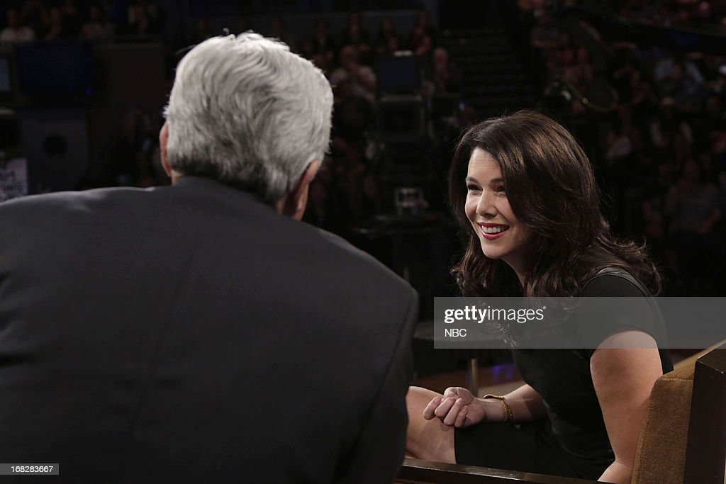 LENO -- (EXCLUSIVE COVERAGE) -- Episode 4456 -- Pictured: (l-r) Host Jay Leno talks with actress <a gi-track='captionPersonalityLinkClicked' href=/galleries/search?phrase=Lauren+Graham&family=editorial&specificpeople=206505 ng-click='$event.stopPropagation()'>Lauren Graham</a> during a commercial break on May 7, 2013 --
