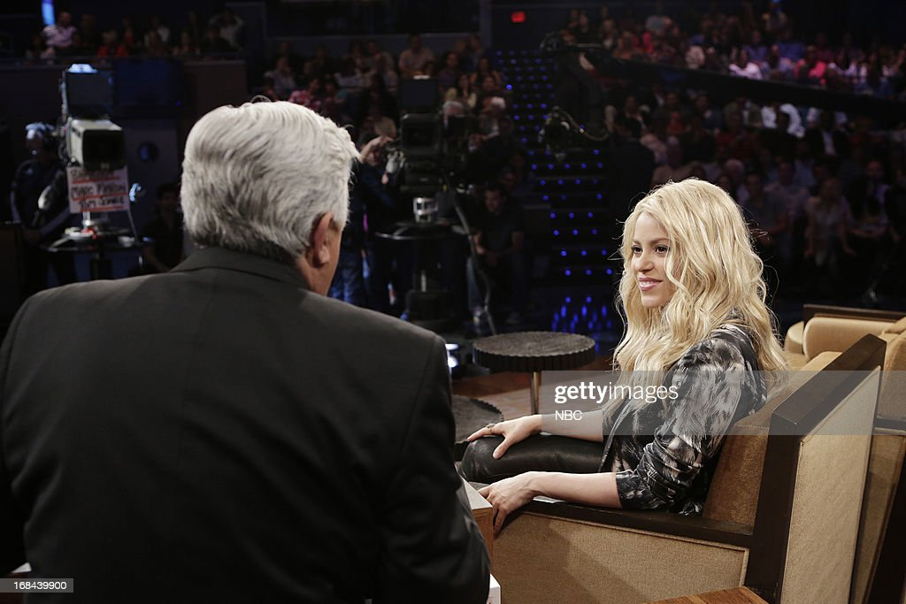LENO -- (EXCLUSIVE COVERAGE) Episode 4458 -- Pictured: (l-r) Host Jay Leno talks with singer <a gi-track='captionPersonalityLinkClicked' href=/galleries/search?phrase=Shakira&family=editorial&specificpeople=160650 ng-click='$event.stopPropagation()'>Shakira</a> during a commercial break on May 9, 2013 --