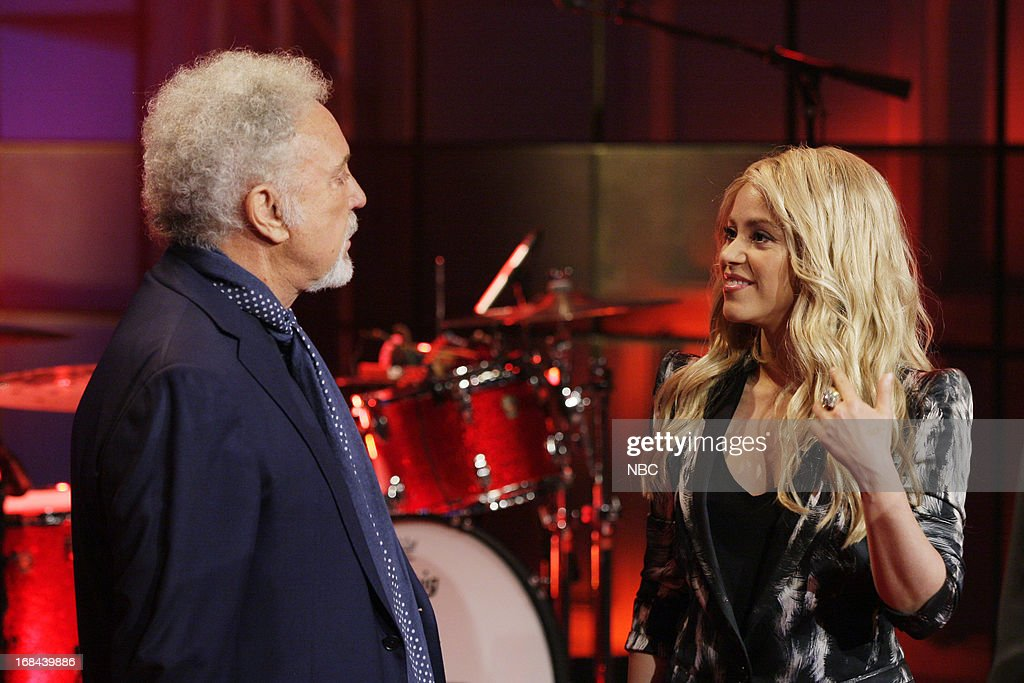Musical guest Tom Jones talks with Singer <a gi-track='captionPersonalityLinkClicked' href=/galleries/search?phrase=Shakira&family=editorial&specificpeople=160650 ng-click='$event.stopPropagation()'>Shakira</a> on May 9, 2013 --