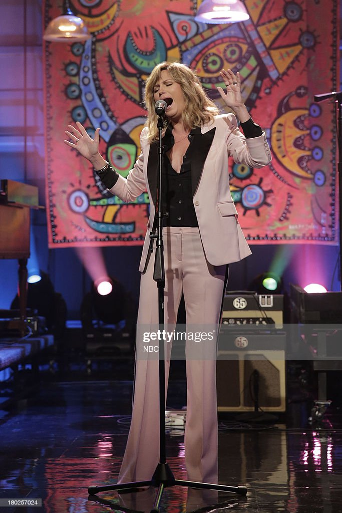Musical guest <a gi-track='captionPersonalityLinkClicked' href=/galleries/search?phrase=Jennifer+Nettles&family=editorial&specificpeople=619734 ng-click='$event.stopPropagation()'>Jennifer Nettles</a> performs on September 10, 2013 --