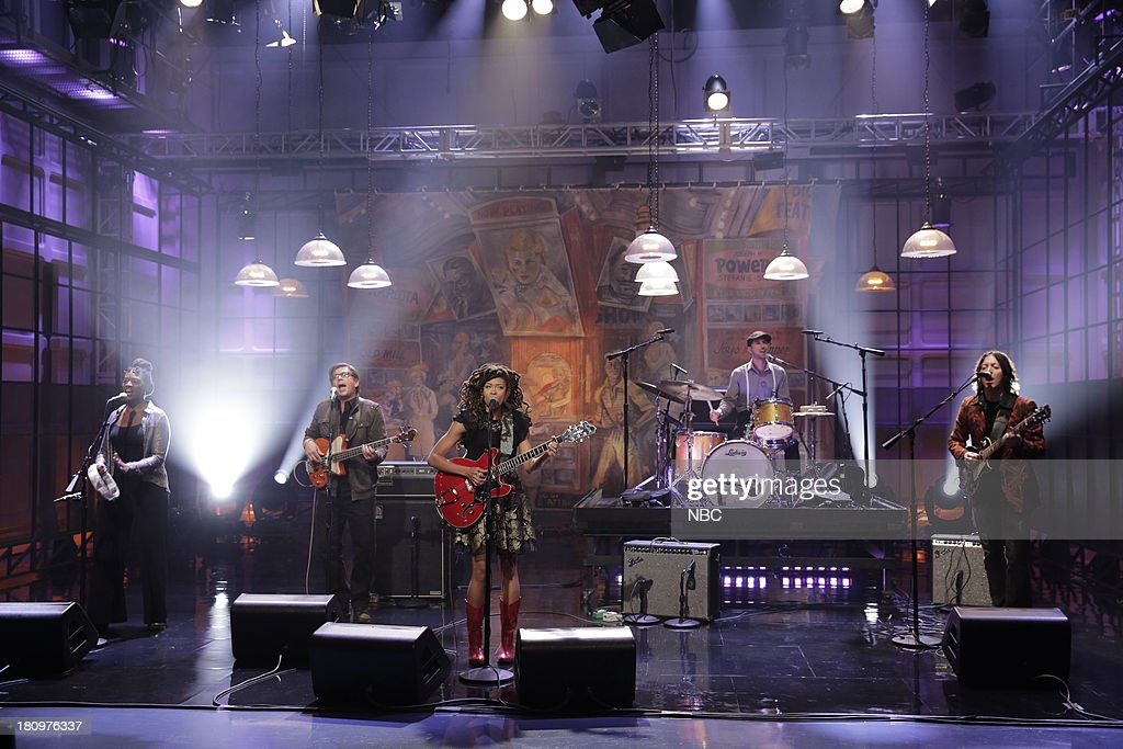 Musical guest <a gi-track='captionPersonalityLinkClicked' href=/galleries/search?phrase=Valerie+June&family=editorial&specificpeople=5801252 ng-click='$event.stopPropagation()'>Valerie June</a> performs on September 18, 2013 --