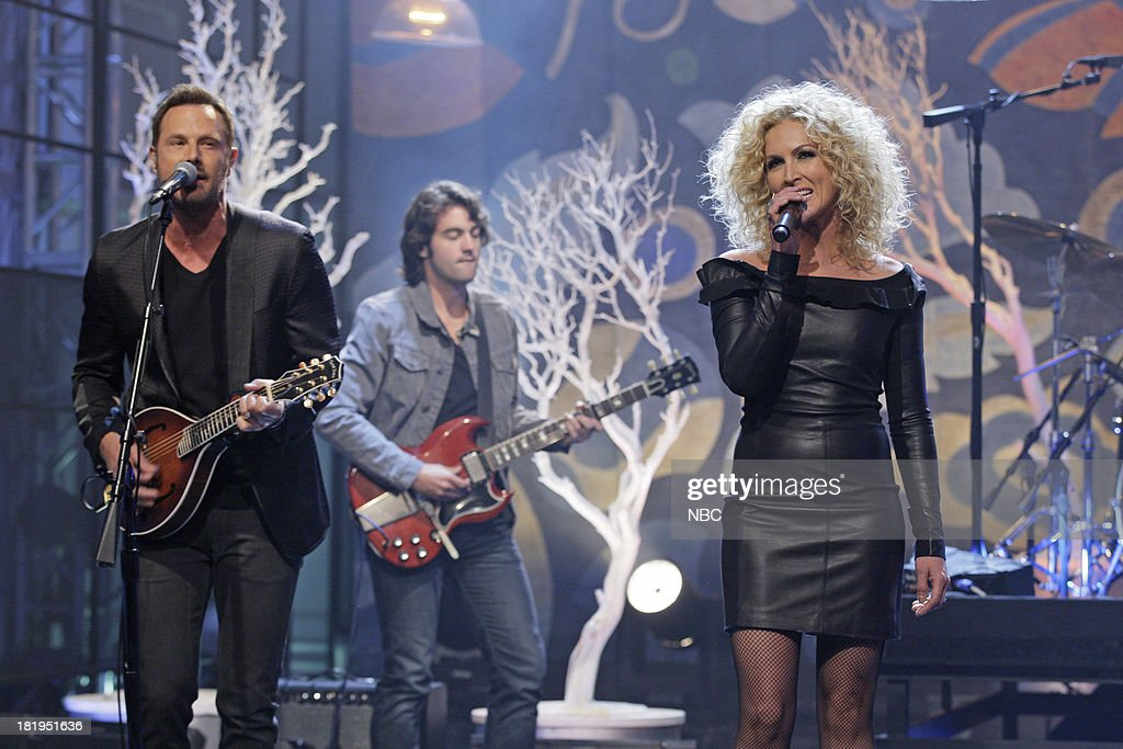 Musical guests <a gi-track='captionPersonalityLinkClicked' href=/galleries/search?phrase=Jimi+Westbrook&family=editorial&specificpeople=619485 ng-click='$event.stopPropagation()'>Jimi Westbrook</a>, Kimberly Schlapman of Little Big Town perform on September 26, 2013 --