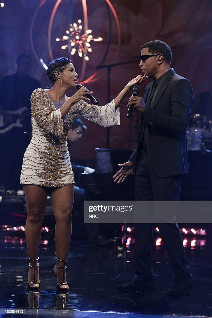 Musical guest <a gi-track='captionPersonalityLinkClicked' href=/galleries/search?phrase=Toni+Braxton&family=editorial&specificpeople=213737 ng-click='$event.stopPropagation()'>Toni Braxton</a> and Babyface perform on October 8, 2013 --
