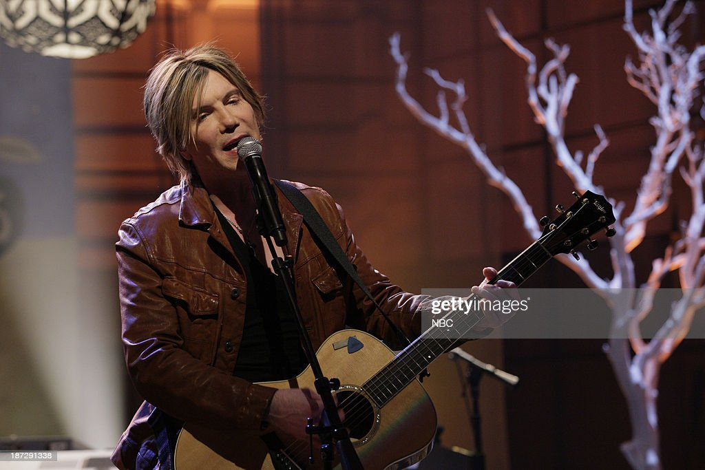 John Rzeznik of musical guest the Goo Goo Dolls performs on November 7, 2013 --