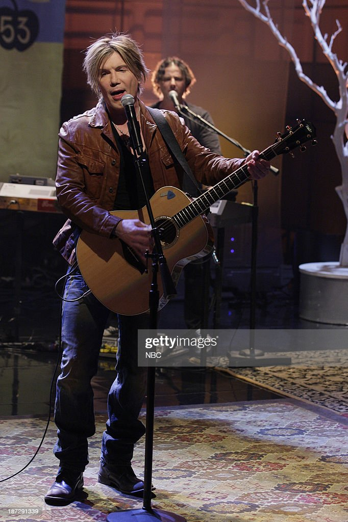 John Rzeznik of musical guest the Goo Goo Dolls performs on November 7, 2013 --