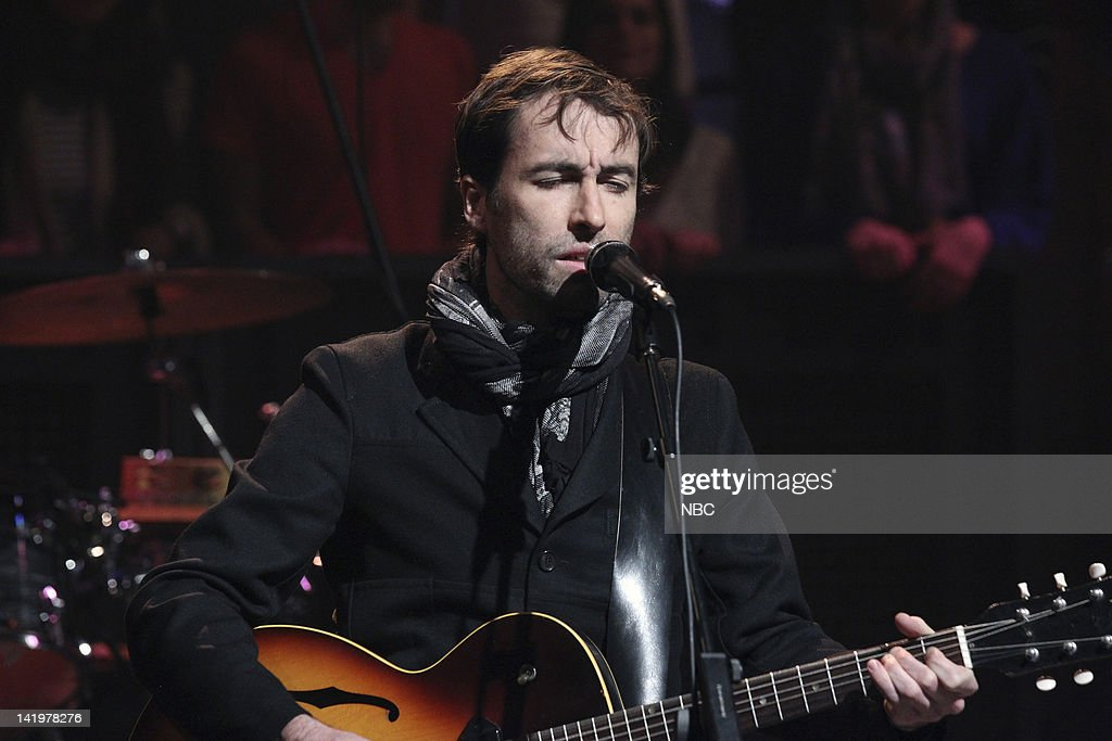 <a gi-track='captionPersonalityLinkClicked' href=/galleries/search?phrase=Andrew+Bird&family=editorial&specificpeople=2326239 ng-click='$event.stopPropagation()'>Andrew Bird</a> --