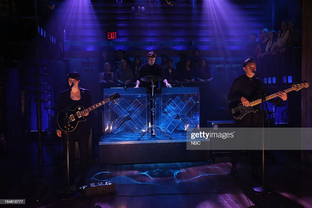 Musical guest The xx (l-r) Romy Madley Croft, Jamie Smith, Oliver Sim performs on October 26, 2012 --