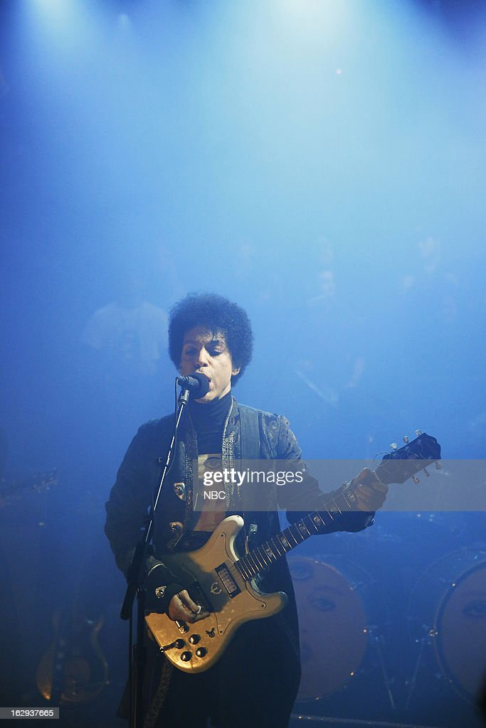Musical guest <a gi-track='captionPersonalityLinkClicked' href=/galleries/search?phrase=Prince+-+Cantante&family=editorial&specificpeople=203048 ng-click='$event.stopPropagation()'>Prince</a> on March 1, 2013 --