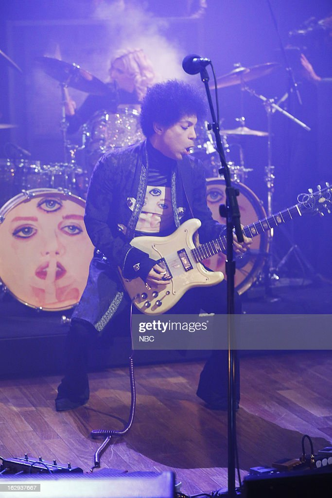Musical guest <a gi-track='captionPersonalityLinkClicked' href=/galleries/search?phrase=Prince+-+Zanger&family=editorial&specificpeople=203048 ng-click='$event.stopPropagation()'>Prince</a> on March 1, 2013 --