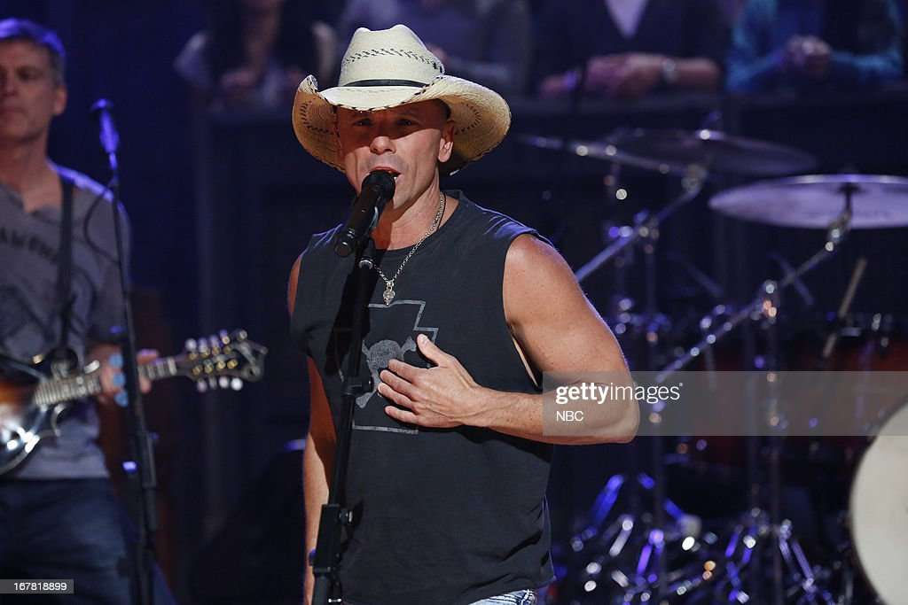 Musical guest <a gi-track='captionPersonalityLinkClicked' href=/galleries/search?phrase=Kenny+Chesney&family=editorial&specificpeople=209324 ng-click='$event.stopPropagation()'>Kenny Chesney</a> performs on April 30, 2013 --