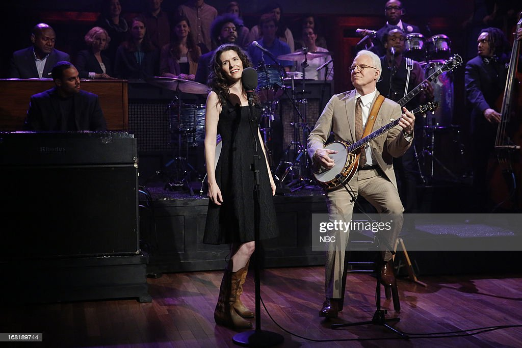 Musical guests <a gi-track='captionPersonalityLinkClicked' href=/galleries/search?phrase=Steve+Martin&family=editorial&specificpeople=196544 ng-click='$event.stopPropagation()'>Steve Martin</a> and <a gi-track='captionPersonalityLinkClicked' href=/galleries/search?phrase=Edie+Brickell&family=editorial&specificpeople=789872 ng-click='$event.stopPropagation()'>Edie Brickell</a> perform on May 6, 2013 --
