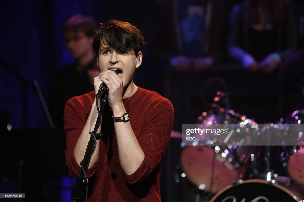 Musical guest <a gi-track='captionPersonalityLinkClicked' href=/galleries/search?phrase=Ezra+Koenig&family=editorial&specificpeople=4958539 ng-click='$event.stopPropagation()'>Ezra Koenig</a> of Vampire Weekend performs on May 13, 2013 --