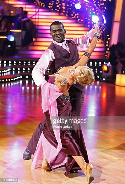 STARS 'Episode 907' Each of the remaining couples danced an individual routine in addition to a team group routine on 'Dancing with the Stars' MONDAY...