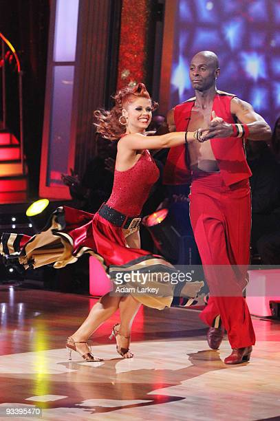 SHOW 'Episode 910A' Season 2 competitor Jerry Rice and this season's Michael Irvin took their good natured rivalry to the dance floor for a danceoff...