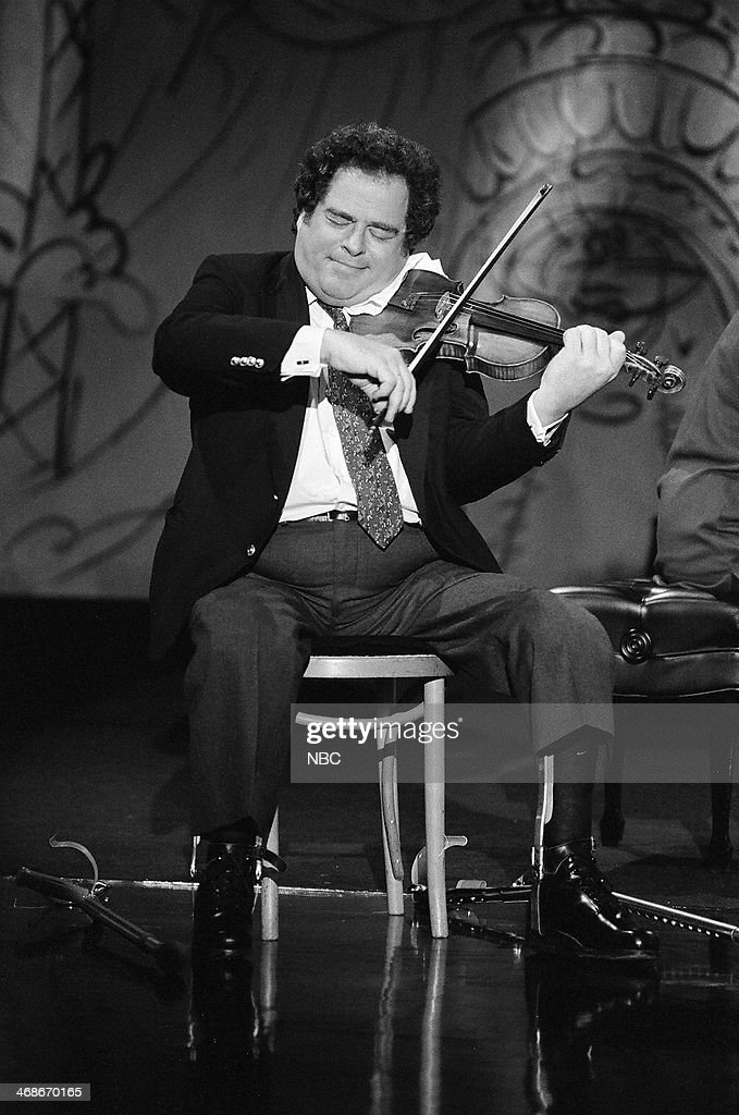 Violinist Itzhak Perlman performs on January 8, 1993 --