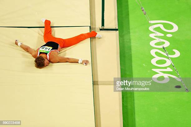 Epke Zonderland of the Netherlands falls while competing on the Horizontal Bar Final on Day 11 of the Rio 2016 Olympic Games at the Rio Olympic Arena...