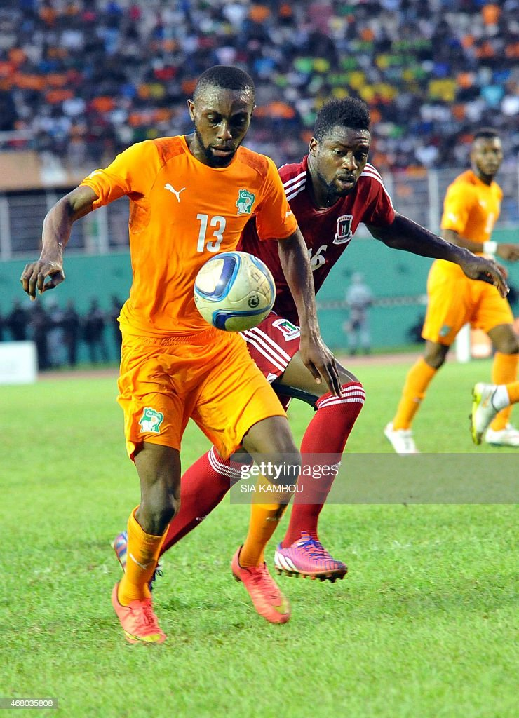 Equatorial Guinea's Armando Sipoto Bonale (R) vies with Ivory Coast's Jean Daniel Akpa Akpro during the friendly football match Ivory Coast againt Equatorial Guinea on March 29, 2015 in the Felix Houphouet Boigny stadium in Abidjan. The match ended in a 1-1 draw.