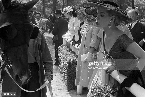 Equestrian Sport The Drags Prize At Auteuil En France le 24 juin 1955 le Prix des Drags course d'obstacles en Steeplechase qui se dispute sur...