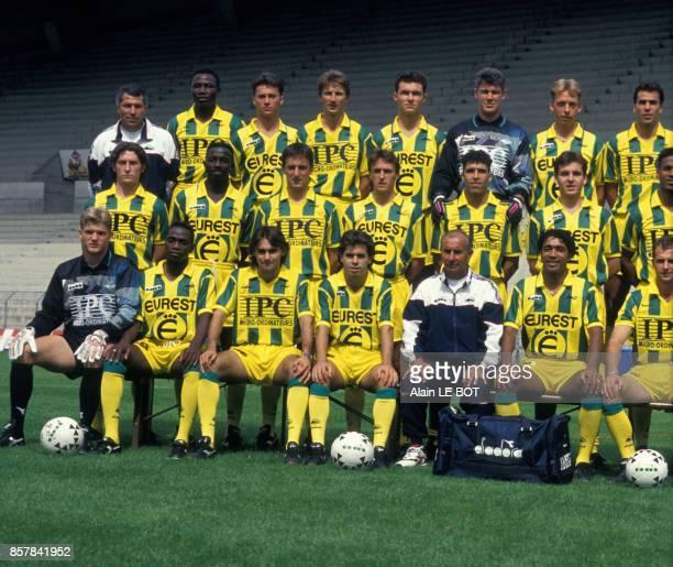 L'equipe de football du FootballClub de Nantes pour la saison 19931994 en aout 1993 a Nantes France