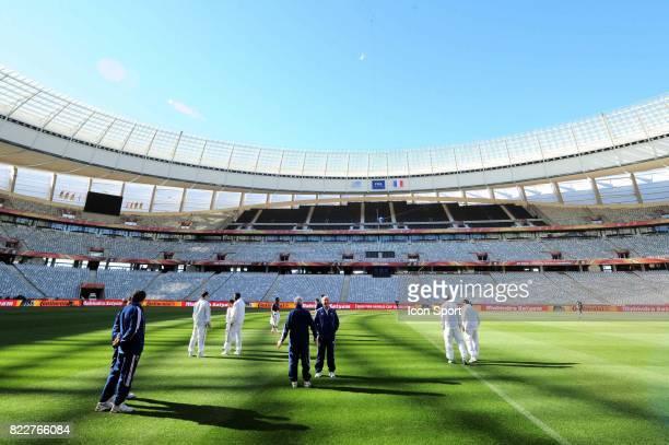 Equipe de France Reconnaissance du terrain avant le match contre l'Uruguay Green Point Stadium Le Cap