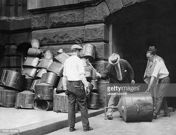 USA Era of Prohibition Prohibition officials destroy illicit distillation equipment 1926 Vintage property of ullstein bild