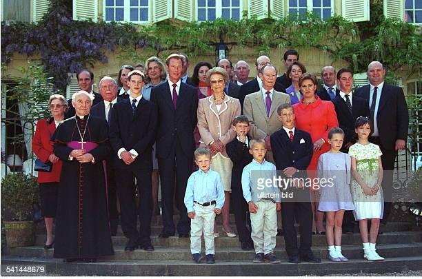 Erbgrossherzog Luxemburg* Gruppenbild im Kreise seiner Familie anlässlich der Kommunion von Prinz Sebastian Prinz Felix Erbgrossherzog Henri...