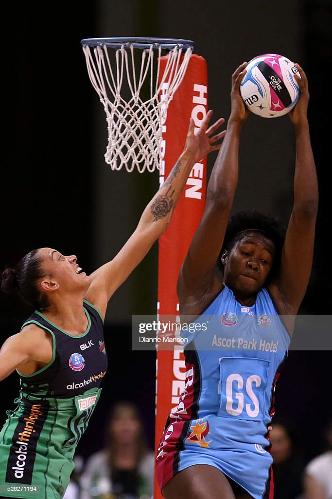 Erena Mikaere (L) of the Fever and Jhaniele Fowler-Reid compete for the ball during the ANZ Championship match between the Steel and the Fever on April 30, 2016 in Invercargill, New Zealand.
