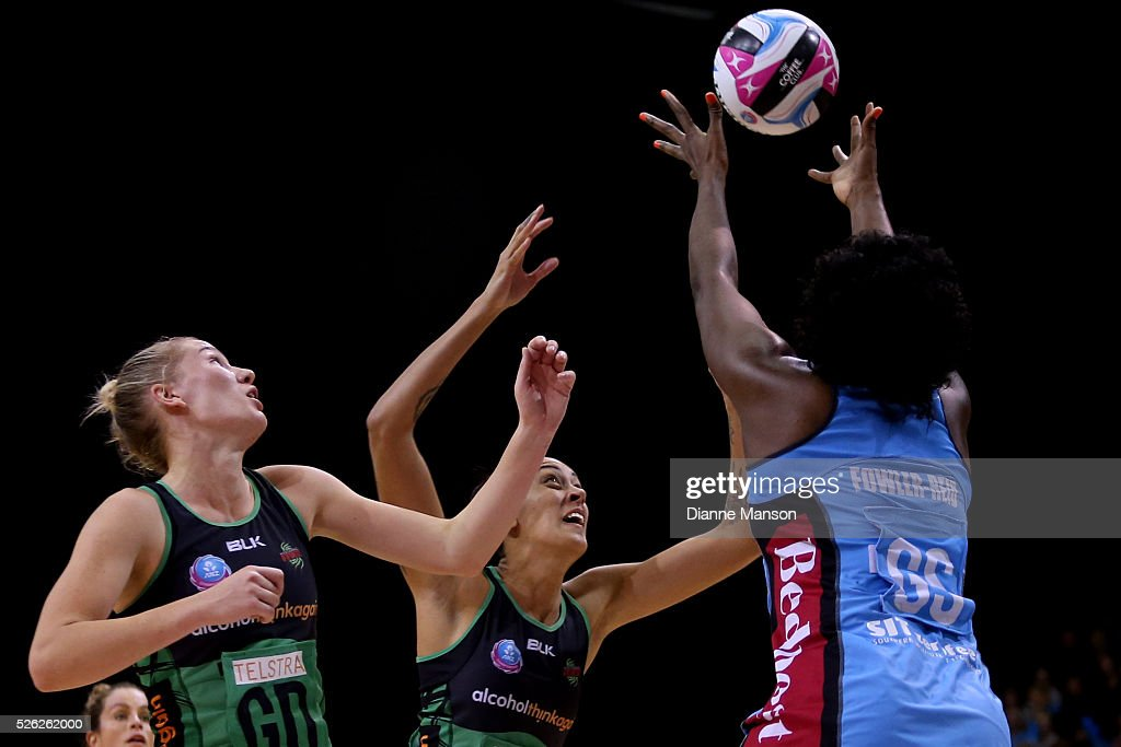 Erena Mikaere (L) of the Fever defends Jhaniele Fowler-Reid of the Steel shot at goal during the ANZ Championship match between the Steel and the Fever on April 30, 2016 in Invercargill, New Zealand.