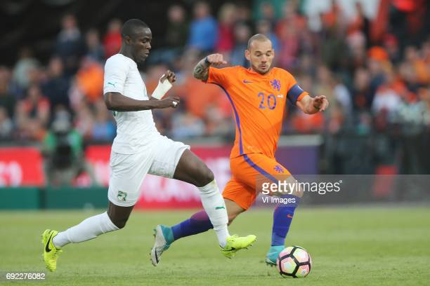 Eric Bailly of Ivory Coast Wesley Sneijder of Hollandduring the friendly match between The Netherlands and Ivory Coast at the Kuip on June 4 2017 in...