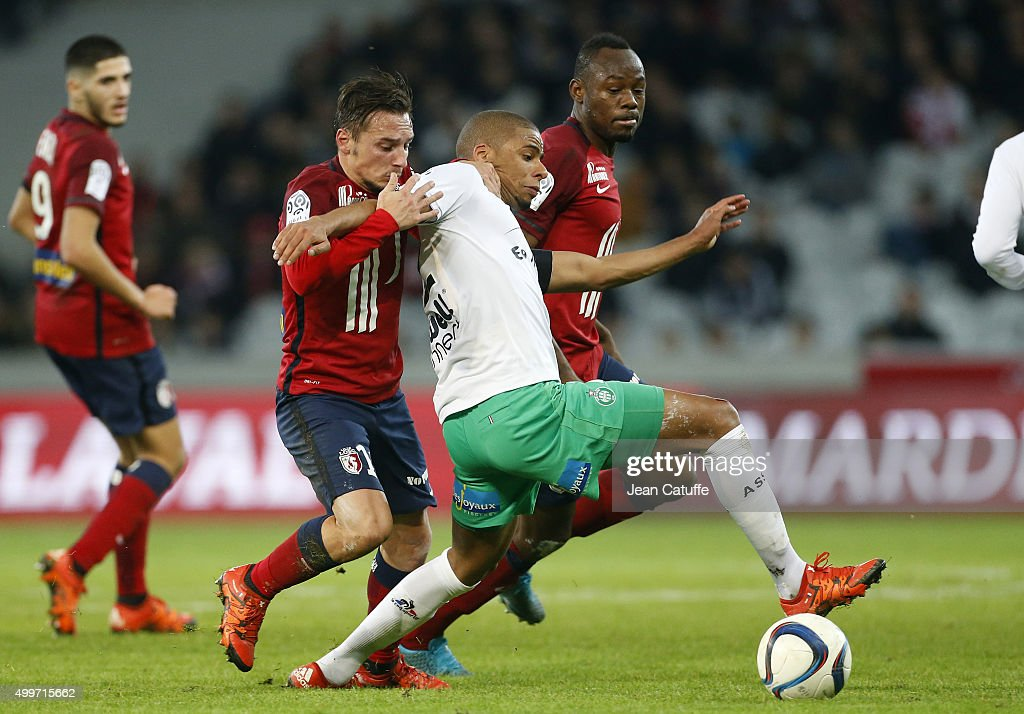 Eric Bautheac of Lille and <a gi-track='captionPersonalityLinkClicked' href=/galleries/search?phrase=Kevin+Monnet-Paquet&family=editorial&specificpeople=4044138 ng-click='$event.stopPropagation()'>Kevin Monnet-Paquet</a> of Saint-Etienne in action during the French Ligue 1 match between Lille OSC (LOSC) and AS Saint-Etienne (ASSE) at Stade Pierre Mauroy on December 2, 2015 in Lille, France.