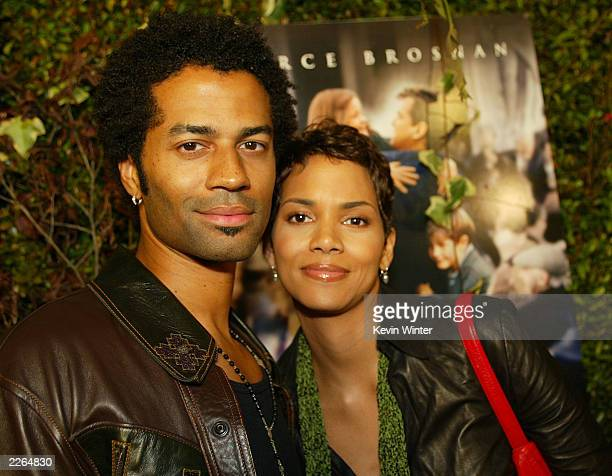 Eric Benet and Halle Berry at the premiere of 'Evelyn' at the Academy of Motion Pictures Arts and Sciences in Beverly Hills Ca Tuesday Dec 3 2002...