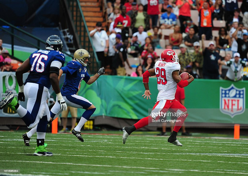 Eric Berry #29 of the Kansas City Chiefs and the AFC runs with a fumble recovery against the National Football Conference team during the 2013 Pro Bowl at Aloha Stadium on January 27, 2013 in Honolulu, Hawaii