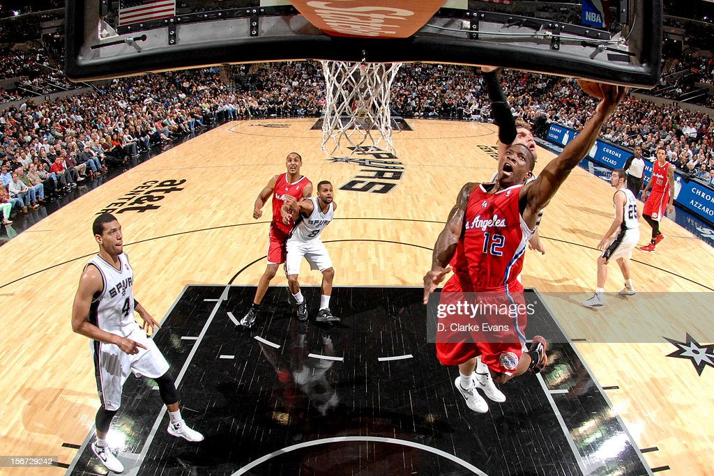 Eric Bledsoe #12 of the Los Angeles Clippers attempts a layup against Tiago Splitter #22 of the San Antonio Spurs on November 19, 2012 at the AT&T Center in San Antonio, Texas.