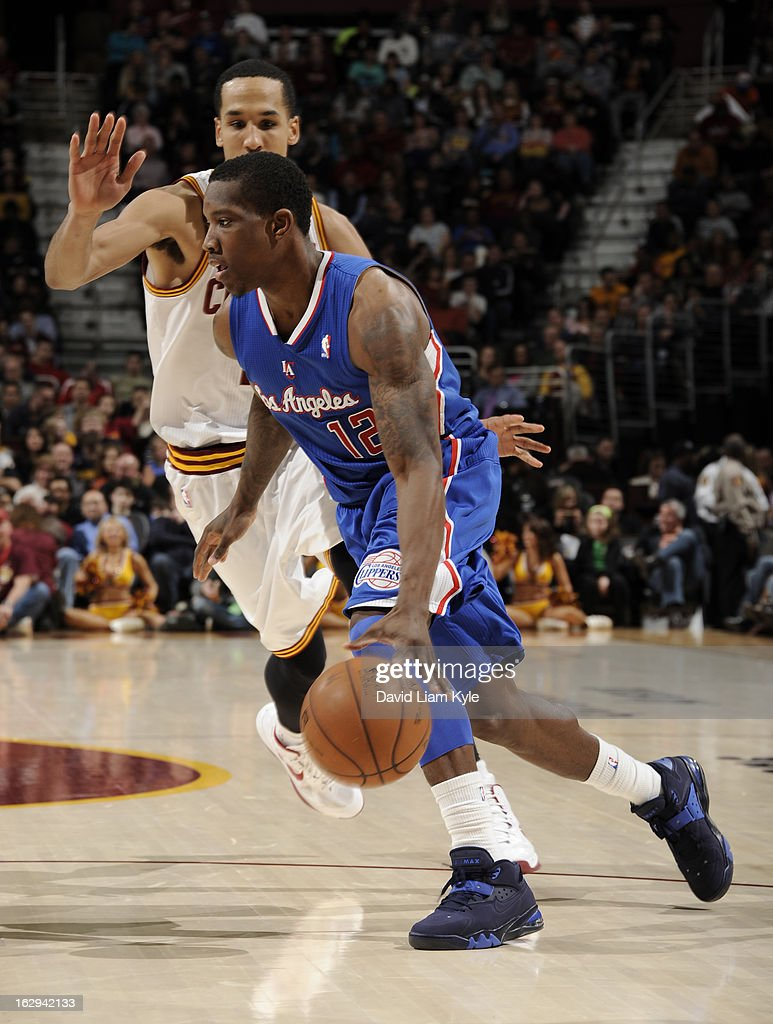 Eric Bledsoe #12 of the Los Angeles Clippers drives to the basket against Shaun Livingston #14 of the Cleveland Cavaliers at The Quicken Loans Arena on March 1, 2013 in Cleveland, Ohio.