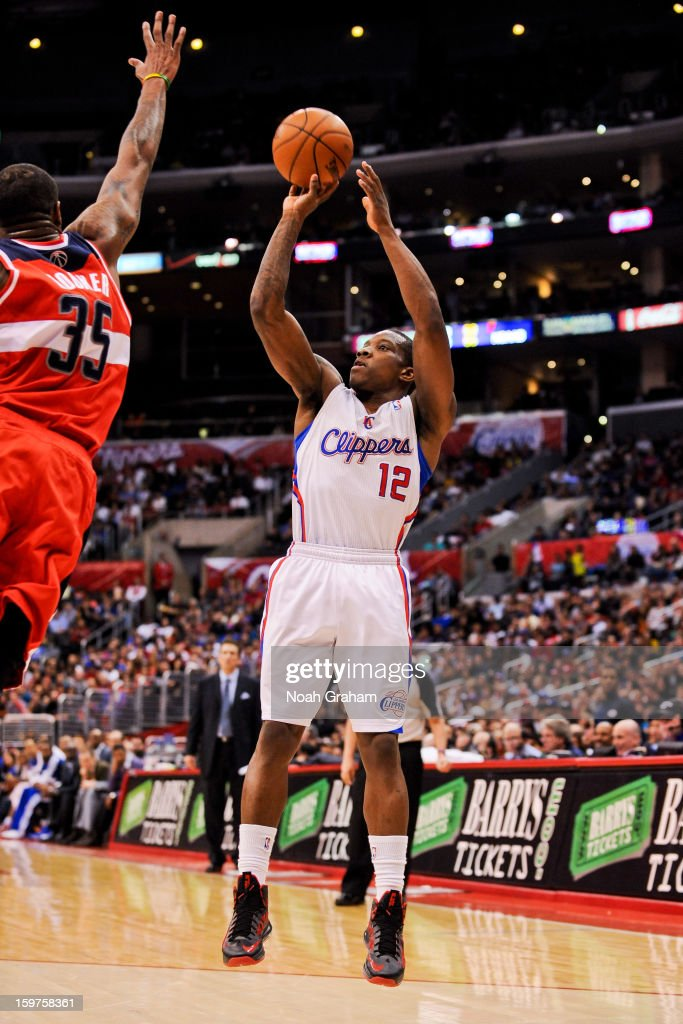 Eric Bledsoe #12 of the Los Angeles Clippers shoots against Trevor Booker #35 of the Washington Wizards at Staples Center on January 19, 2013 in Los Angeles, California.