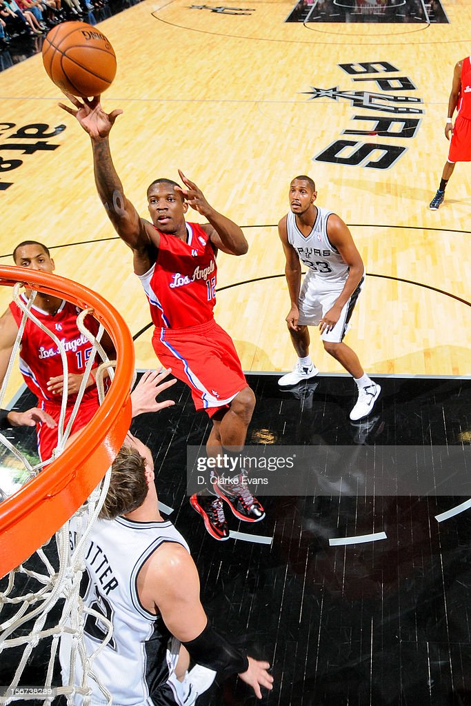 Eric Bledsoe #12 of the Los Angeles Clippers shoots in the lane against the San Antonio Spurs on November 19, 2012 at the AT&T Center in San Antonio, Texas.
