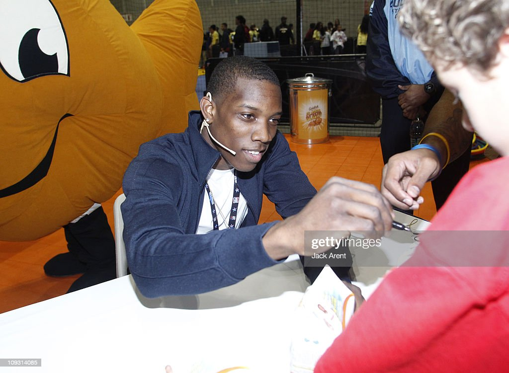 <a gi-track='captionPersonalityLinkClicked' href=/galleries/search?phrase=Eric+Bledsoe&family=editorial&specificpeople=6480906 ng-click='$event.stopPropagation()'>Eric Bledsoe</a> of the Los Angeles Clippers signs autographs during his appearance on the Goldfish court during Jam Session presented by Adidas during All Star Weekend on February 20, 2011 in Los Angeles, California.